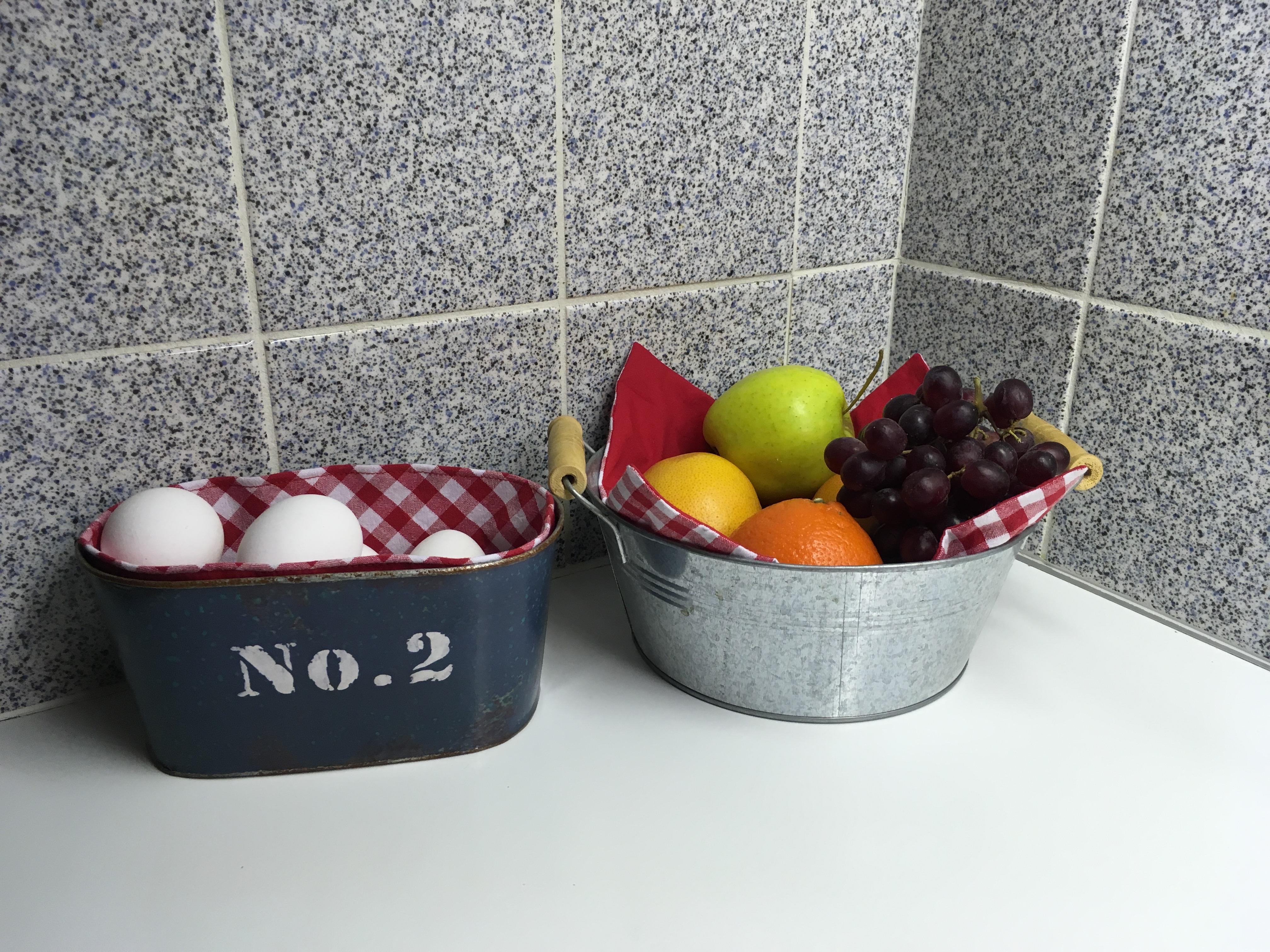 zelfgemaakte rood boerenbont keukentextiel