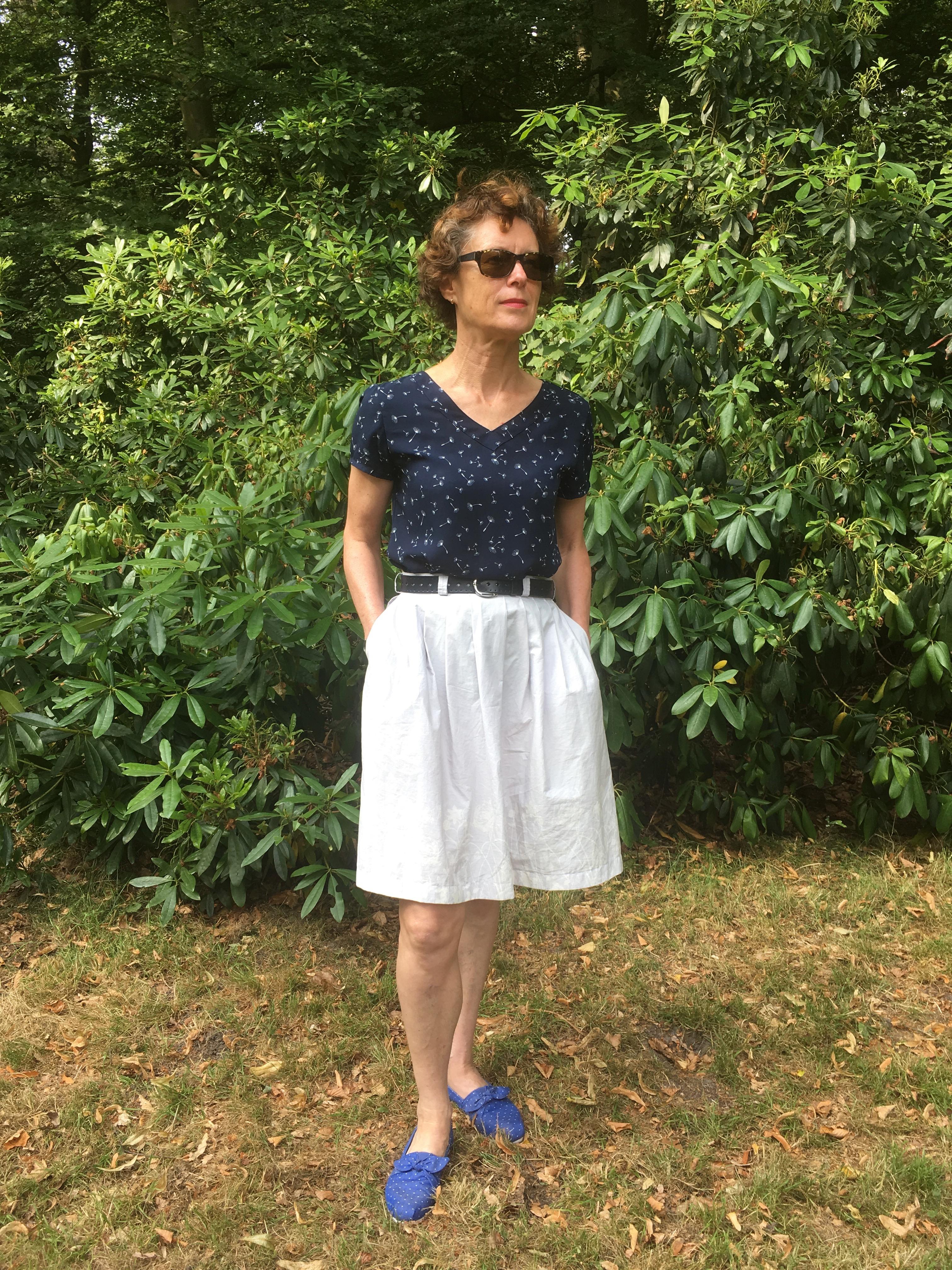 Twee afgedankte kledingstukken worden nieuwe tweedelige set