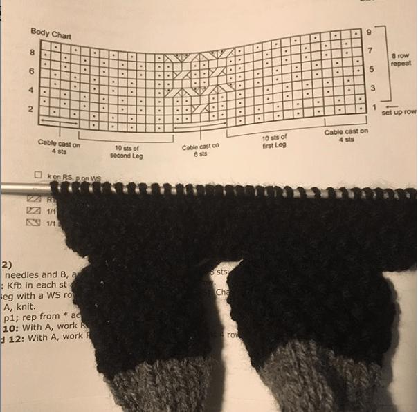 Twee gebreide sock critters